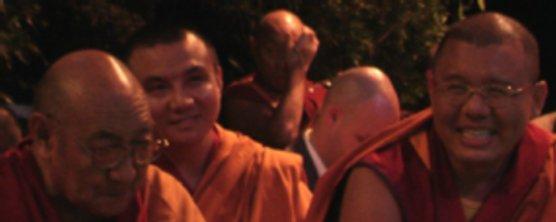 Ghesce Tenzin Darghye tra altri Lama