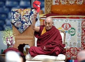 Sua Santità il Dalai Lama saluta gli oltre 4.000 partecipanti ai suoi insegnamenti di Copenhagen 2009