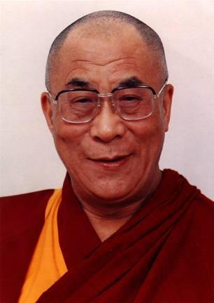 """Sua Santità il Dalai Lama: """"Se sorvegliamo noi stessi ogni giorno con mente attenta e vigile, controllando i nostri pensieri, le nostre motivazioni e le loro manifestazioni nel comportamento esteriore, possiamo aprire dentro di noi una possibilità di mutamento e miglioramento""""."""