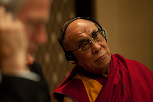 Sua Santità il Dalai Lama in ascolto alla Conferenza Cina - Tibet