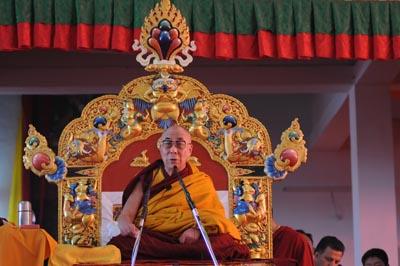 """Dalai Lam: """"Quando mi chiedono cos'è il buddhismo rispondo che è l'azione e la visione""""."""