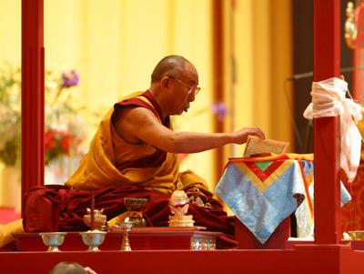 Sua Santità il Dalai Lama: Riguardo al come trasformare la mente, è importante capire che la sua modificazione dovrebbe compiersi in modo ordinato e sistematico.