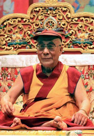 """Sua Santità il Dalai Lama: """"Ora, nella nostra società globale, si e' più interessati allo sviluppo della scienza e della tecnologia che ai valori spirituali, religiosi""""."""