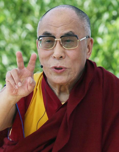 """Sua Santità il Dalai Lama, Capitol Hill Washington: """"Chi mostra un sorriso genuino, trova amicizia e fiducia. L'amicizia deriva dalla fiducia e la fiducia dalla compassione""""."""