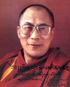 Sua Santità il Dalai Lama: L'addestramento della mente è il fondamento del sentiero buddista e le ricerche di neuroplasticità sostengono l'utilità della meditazione nel sostituire emozioni negative come l'odio, con emozioni positive come la compassione.