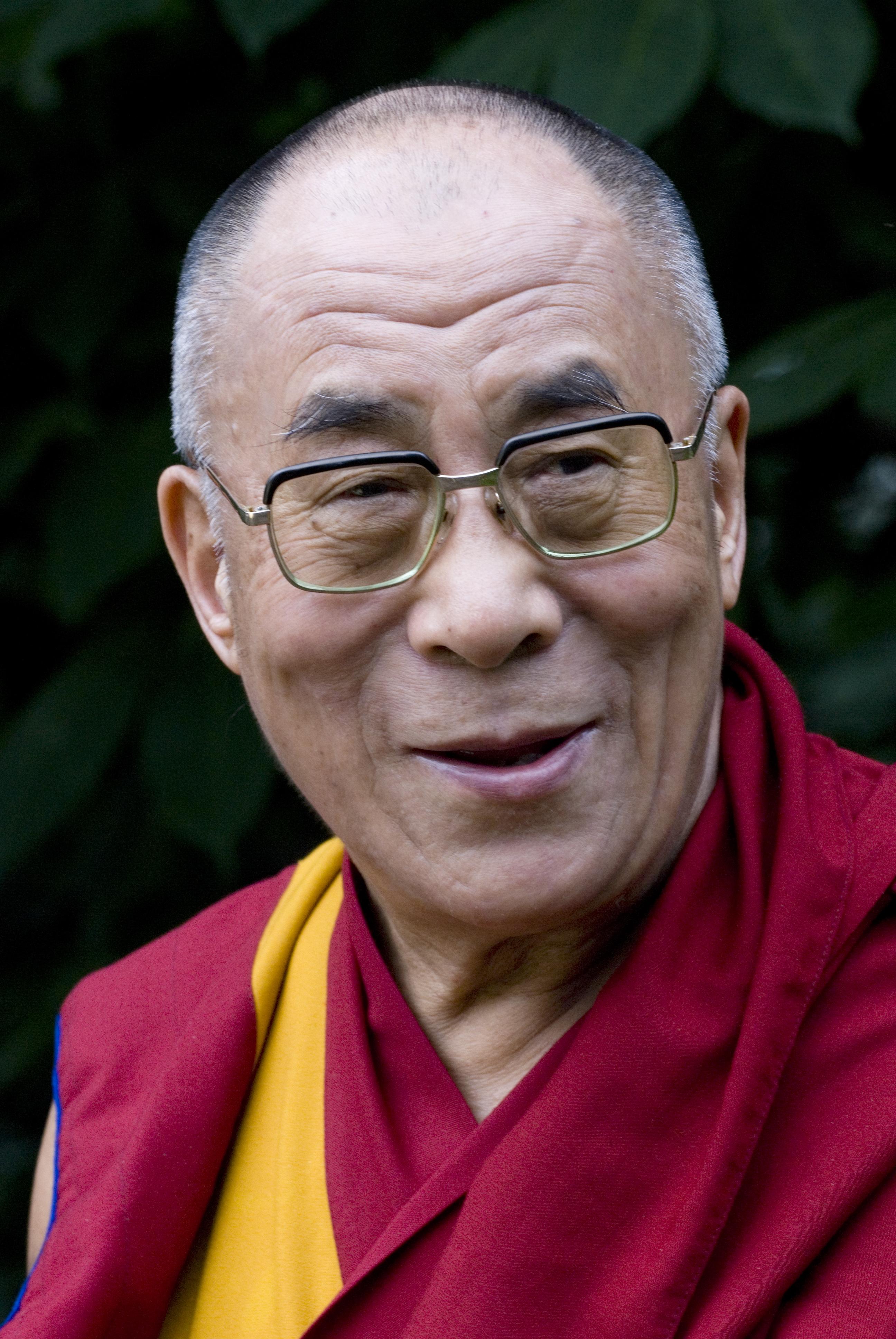 Sua Santità il Dalai Lama: Il miei primo obiettivi principali sono di promuovere i valori umani e l' armonia religiosa.