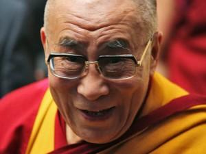 """Sua Santità il Dalai Lama: """"Quando avrò circa novant'anni, mi consulterò con gli alti Lama delle tradizioni Buddiste Tibetane, con i cittadini tibetani ed altre persone interessate, seguaci del Buddhismo tibetano, per rivalutare se dovrà continuare, oppure no, l'istituzione del Dalai Lama""""."""