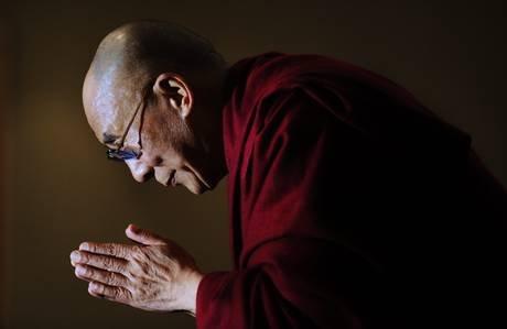 Sua Santità il Dalai Lama:  Le qualità principali del Buddha sono la grande compassione e la saggezza.