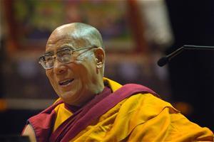 Sua Santità il Dalai Lama:  Le benedizioni non bastano. Le benedizioni devono venire da dentro. Senza il tuo sforzo personale, è impossibile che le benedizioni accadano.