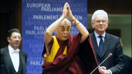 Sua Santità il Dalai Lama saluta il Parlamento Europeo