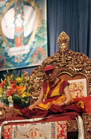 Sua Santità il Dalai Lama: La compassione è quell'empatia che sorge nell'osservare la sofferenza degli esseri senzienti. Questa compassione è la mente dell'illuminazione.