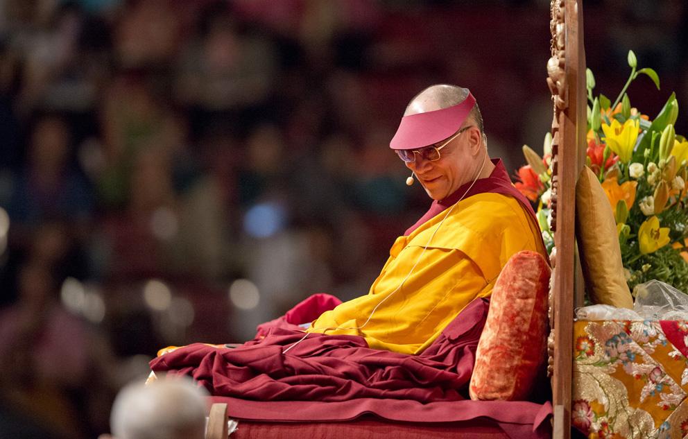 Sua Santità il Dalai Lama: Credo che in questo pianeta quello che in particolare manca, a parte le scoperte scientifiche, è proprio lo sviluppo dell'etica. Vi sono due aspetti: un'etica religiosa e un'etica secolare, che viene chiamata laica.