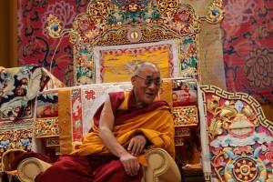 Sua Santità il Dalai Lama: Anche l'impermanenza ha due aspetti: il primo, che i fenomeni non permangono, il secondo che, di per se', non esistono nemmeno per un istante.