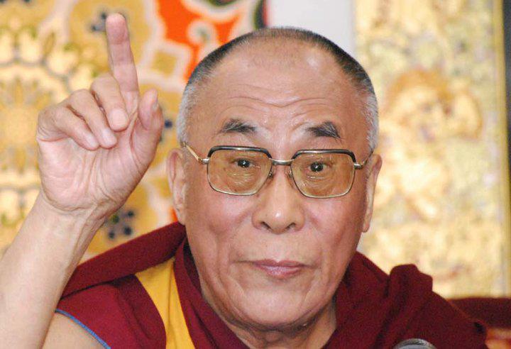 Sua Santità il Dalai Lama: E' importante arrivare ad una decisione dopo aver esaminato la questione con un atteggiamento imparziale, maturando la determinazione su ciò che è bene e cosa è male, sulla base della comprensione dell'intera vicenda.
