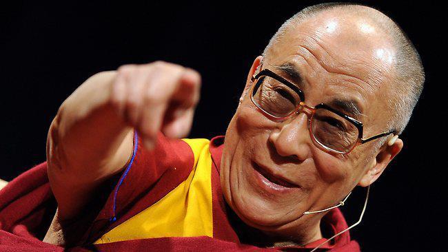 Sua Santità il Dalai Lama: Compassione autentica, senso di riguardo, ma con rispetto, è dare eguali diritti, i miei diritti, i diritti altrui, io ho il diritto di alleviare le mie sofferenze, gli altri hanno altrettanto diritto di alleviare le loro sofferenze. Quindi, basandosi su questa conoscenza, sviluppare un senso di riguardo.