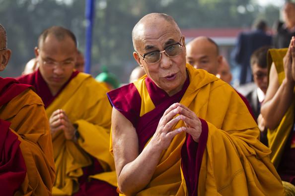 Sua Santità il Dalai Lama: Il periodo post-meditativo e' molto importante. Con una comprensione più profonda della realtà, potete andare oltre le apparenze e relazionarvi al mondo in modo molto più appropriato, efficace e realistico