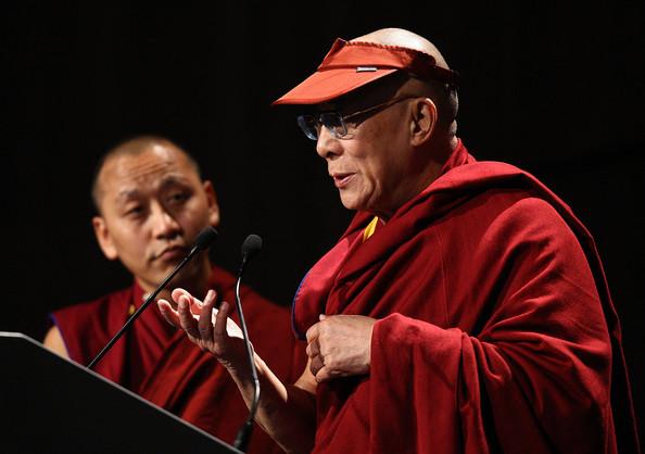 Sua Santità il Dalai Lama: Tutto sorge per un rapporto di correlazione tra causa ed effetto, così come illustrato nella Teoria dei Dodici Anelli del Sorgere Dipendente.