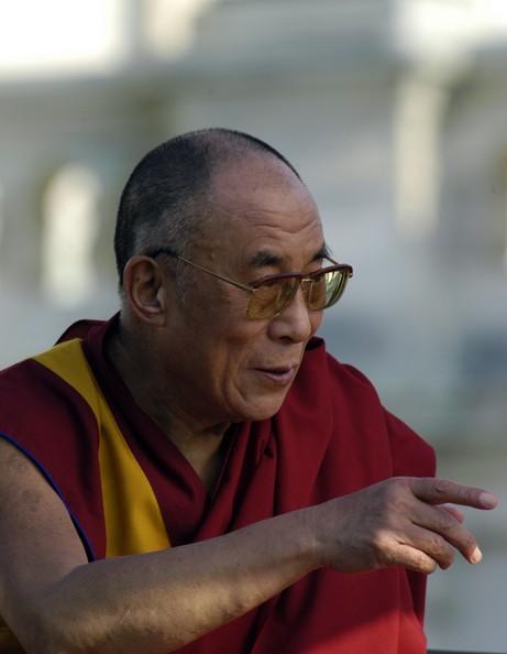 """Sua Santità il Dalai Lama: Nel terzo capitolo dell' """"Ingresso nella Via di Mezzo"""" di Chandrakirti si trovano insegnamenti profondamente ispiratori ed efficaci sulla coltivazione di pazienza e tolleranza."""