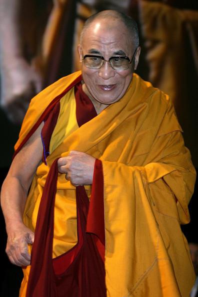 Sua Santità il Dalai Lama: La caratteristica del Mahayana risiede nell'esperienza delle sei perfezioni unita alla pratica dello yoga della divinità, la cui principale caratteristica risiede nel generare il livello sottile della mente, coltivando lo stato cognitivo latente che realizza la vacuità.