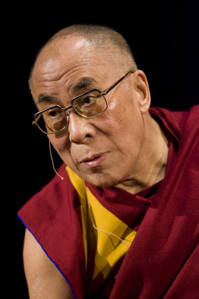 Sua Santità il Dalai Lama: L'importante è essere coscienti della sofferenza, il che ci e' funzionale anche per conoscere i limiti dei beni materiali.