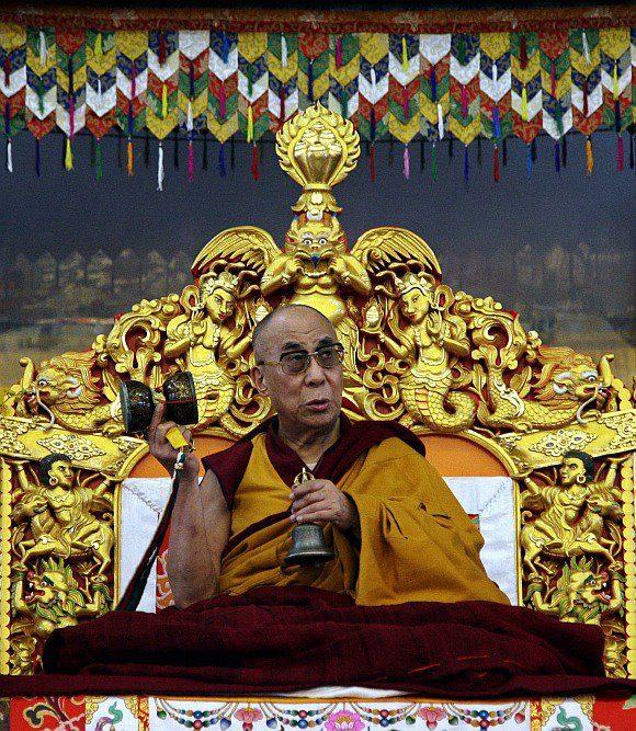 Sua Santità il Dalai Lama: Meditate sulle Quattro consapevolezze che descrivono la natura dei fenomeni: i fenomeni composti sono impermanenti, tutte le cose composte sono della natura della sofferenza, sono vuote di un sé intrinseco e il nirvana è pace.