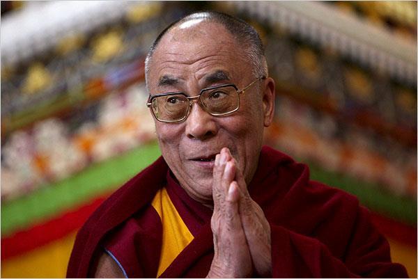 Sua Santità il Dalai Lama: Una volta che si ha la capacità di realizzare il sentiero della liberazione e quindi di vincere le delusioni, le frustrazioni si comprende la verità della sofferenza e le sue cause, cessazione e pratica del sentiero.