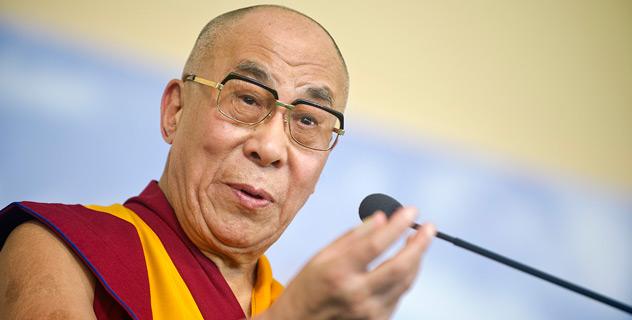 """Sua Santità il Dalai Lama: """"La compassione ci dà forza interiore, ci dà un senso di fiducia in noi stessi riducendo la paura, e questo, a sua volta, aiuta la nostra mente a rimanere calma""""."""