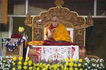 Sua Santità il Dalai Lama: Negli ultimi 3000 anni le religioni hanno offerto un contributo importante nel promuovere la felicita' mentale e nell'infondere speranza all'umanità.