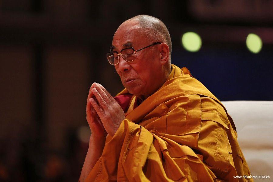 Sua Santità il Dalai Lama: Le rinascite fortunate non sono l'obiettivo ultimo, ma Nagarjuna dice che lo sono il nirvana e la liberazione.