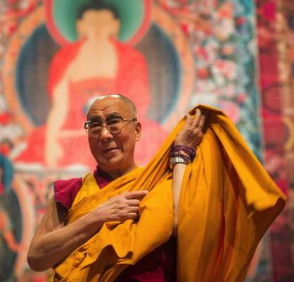 Sua Santità il Dalai Lama: Utilizzando l'intelligenza umana dovremmo conseguire benessere interiore, soddisfazione, pace mentale e gioia.
