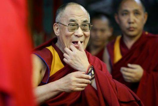 Sua Santità il Dalai Lama: A scuola, in famiglia, quando scoppia un litigio innanzitutto instauriamo un dialogo, e approfittiamo di questo scambio verbale per riflettere.