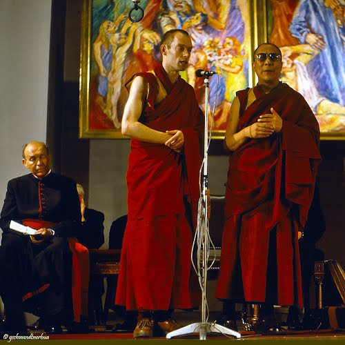"""Sua Santità il Dalai Lama: """"L'Umanità ha bisogno di risvegliarsi""""."""