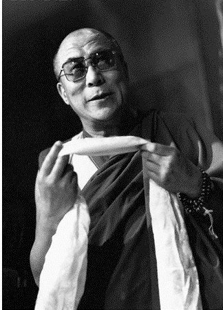 """Sua Santità il Dalai Lama: """"Tutto parte da noi. Da ciascuno di noi. Le qualità indispensabili sono la pace dello spirito e la compassione. Senza di queste, è inutile anche tentare."""""""