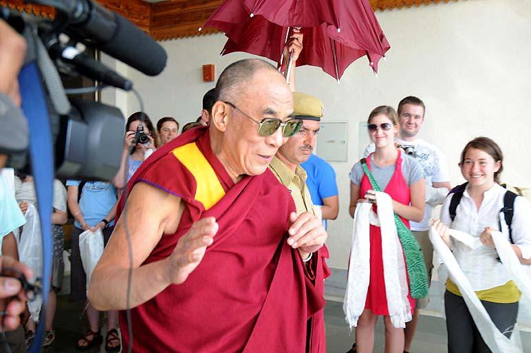 Sua Santità il Dalai Lama: È un'ingiustizia che talvolta gli omosessuali siano respinti dalla società, puniti, e che perdano il lavoro.