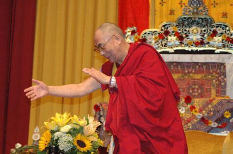 """Sua Santità il Dalai Lama: Si ritiene che la politica sia """"sporca"""". In realtà di per se stessa non è affatto sporca, sono gli uomini a renderla tale."""