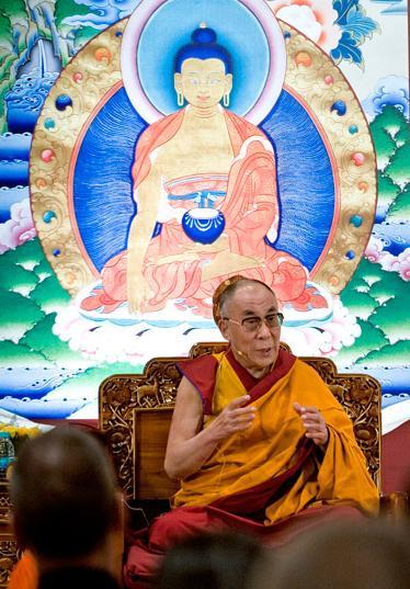 Sua Santità il Dalai Lama: Desiderando che tutti gli esseri siano liberi dalla sofferenza e dalle sue cause, possano esserne liberati.