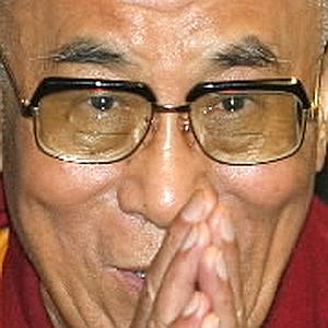 Sua Santità il Dalai Lama: Coltiviamo l'amore e la compassione, due sentimenti che danno davvero un senso alla vita. Il resto è superfluo. Ecco la religione che predico, più del buddhismo. È semplice. Il suo tempio è il cuore.