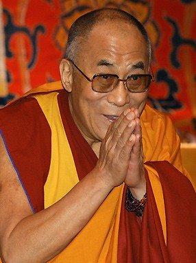 Sua Santità il Dalai Lama: Mentre state pulendo la stanza, pensate di stare nel medesimo tempo purificando la mente.