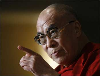 Sua Santità il Dalai Lama: sforziamoci di superare anche la più sottile forma di attaccamento e possesso.