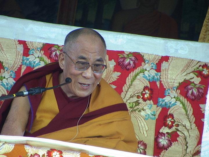 Sua Santità il Dalai Lama: L'economia non deve prosperare a discapito dei valori umani.