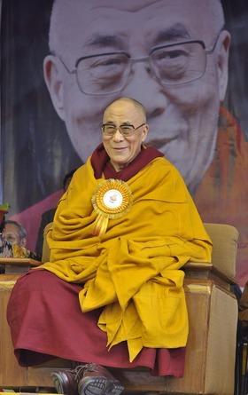 Sua Santità il Dalai Lama: Il Buddha diceva che bisogna insegnare agli altri secondo i loro bisogni, e conformarsi a quello che si insegna. Mettiamo dunque in pratica i precetti prima di farne materia di insegnamento.