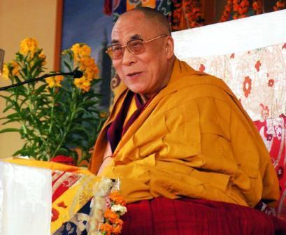 Sua Santità il Dalai Lama: Anche se non ce la facciamo a ottenere in questa vita delle realizzazioni spirituali molto elevate, se riusciremo a sviluppare la mente altruistica di bodhicitta, anche solo a un minimo livello, saremo in grado di sentire tutti gli esseri viventi come nostri cari amici.