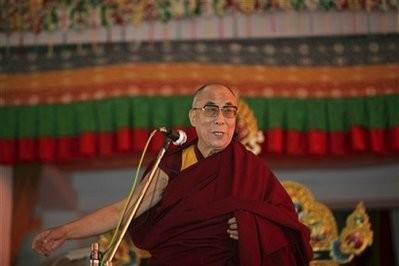 Sua Santità il Dalai Lama: Ci sono differenti modi di possedere la conoscenza: uno è attraverso la comprensione intellettuale e l'altro, il più profondo, attraverso l'esperienza.