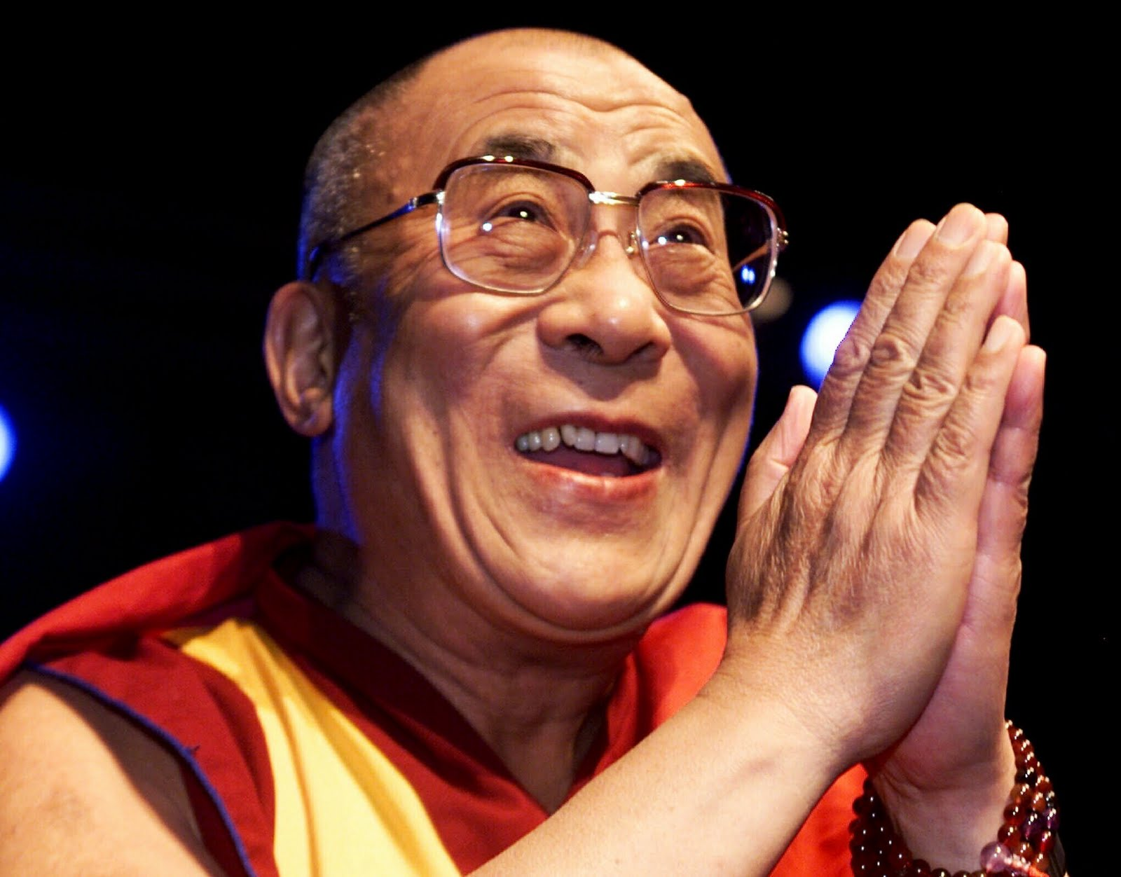 Sua Santità il XIV Dalai Lama: Il Buddha, dopo aver insegnato le prime due verità: la verità della sofferenza, la verità dell'origine della sofferenza,subito dopocontinua con l'insegnamento sulla verità della cessazione edil sentiero che conduce alla libertà.