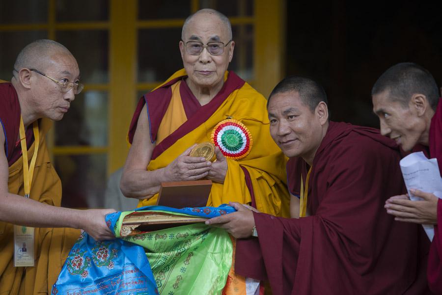Sua Santità il Dalai Lama: Qualcuno mi ha chiesto cosa desidero come regalo di compleanno.