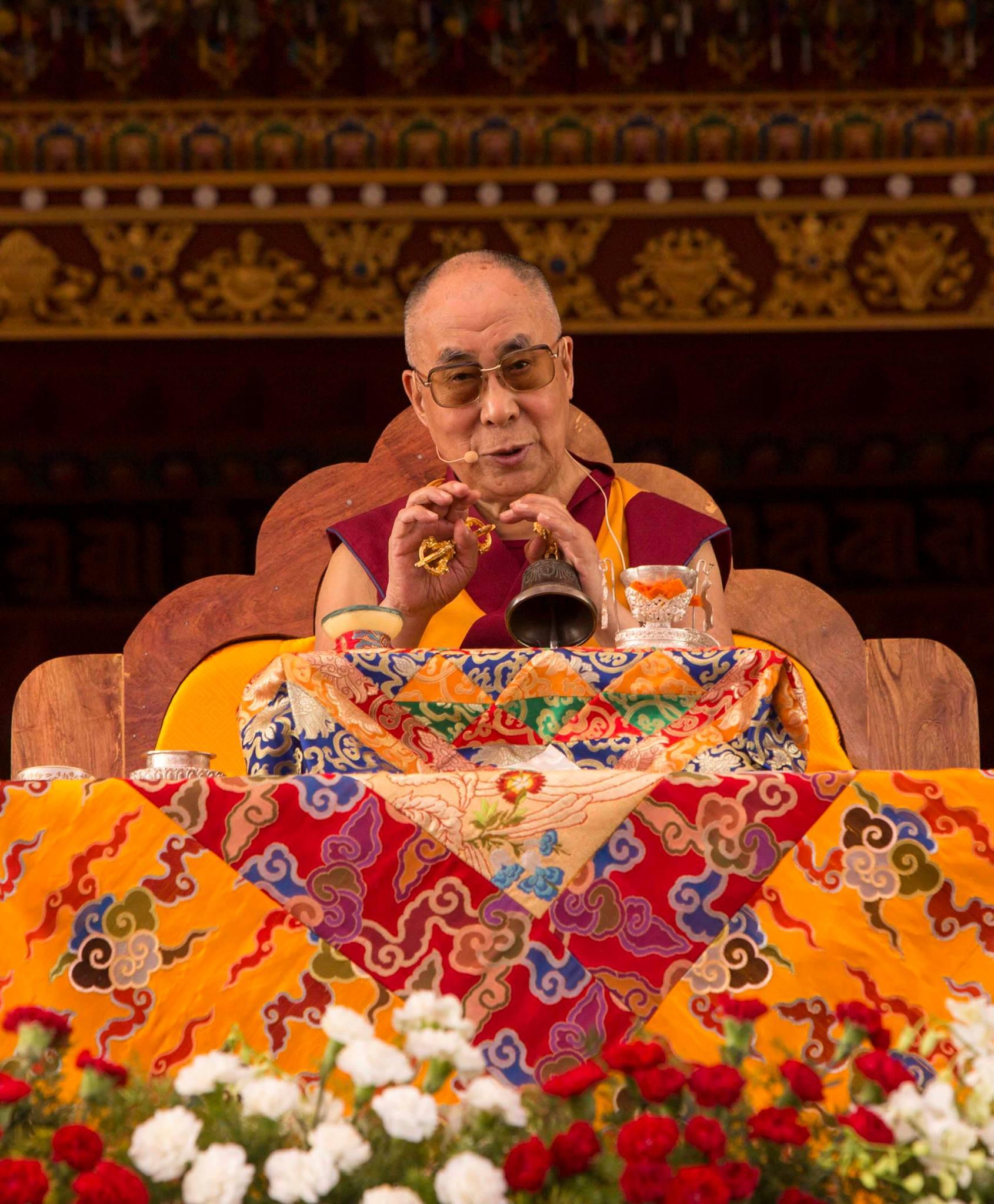 Sua Santità il Dalai Lama: Si deve cercare di fare del bene al meglio delle nostre possibilità, non solo agli altri esseri senzienti, ma anche agli animali.